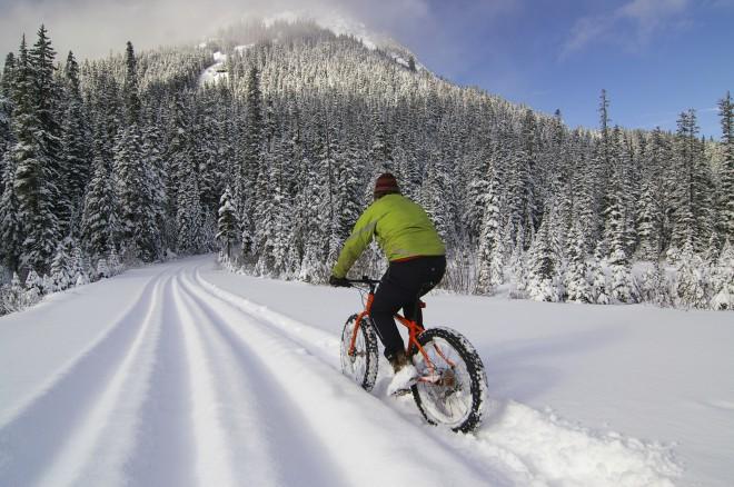 Debelejše zračnice omogočajo zabavno vožnjo po snegu.