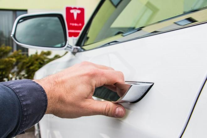 """Kljuke vozila, ki se """"pogreznejo"""" v karoserijo in postanejo del """"telesa"""" vozila. Eden od sladkorčkov v službi aerodinamike."""