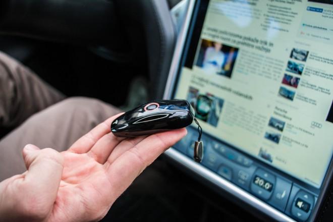 Tesla S: Ključ avtomobila je enostavno tako logičen kot njegova spontana oblika.