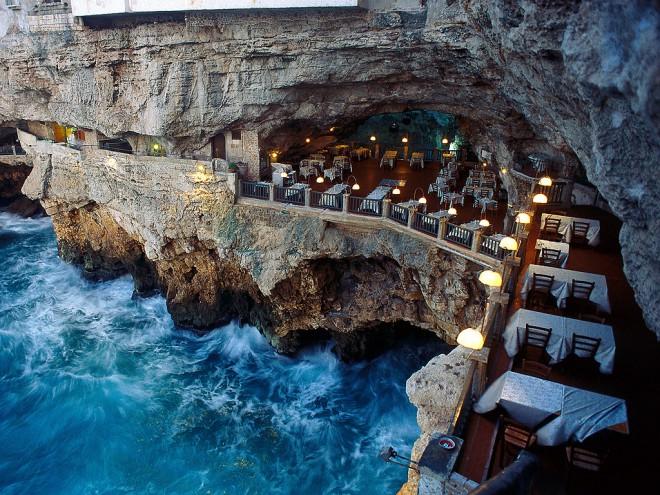 Grotta Palazzese, restavracija znotraj jame.