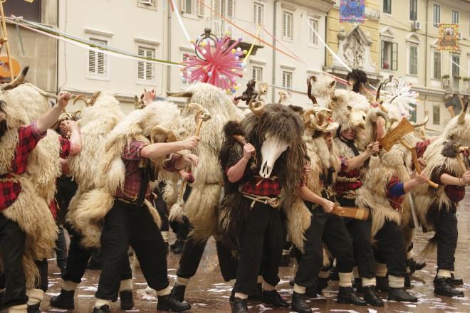 Zvončarji so najbolj prepoznaven kostum karnevala v Reki.