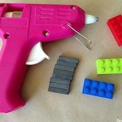 Lego kocke lahko uporabite za izdelavo magnetkov za hladilnik.