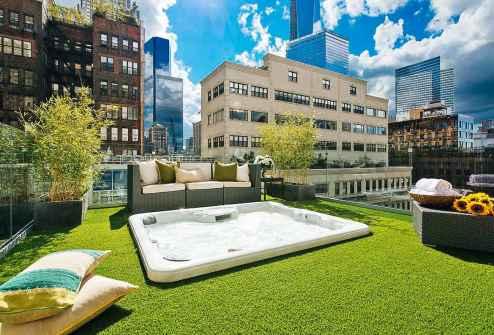 Spa na vrhu strehe v TriBeCi, New York
