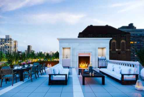 158 kvadratnih metrov terase s kaminom, barom in ogrevanim bazenom, New York