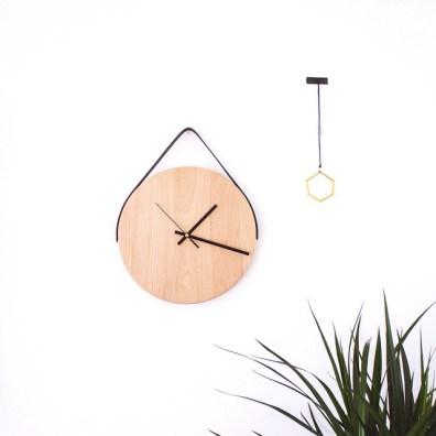 Leseno uro z usnjenim pasom lahko izdelamo tudi sami.
