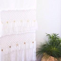 Tudi pleteni dodatki za dom lahko izpadejo minimalistično.