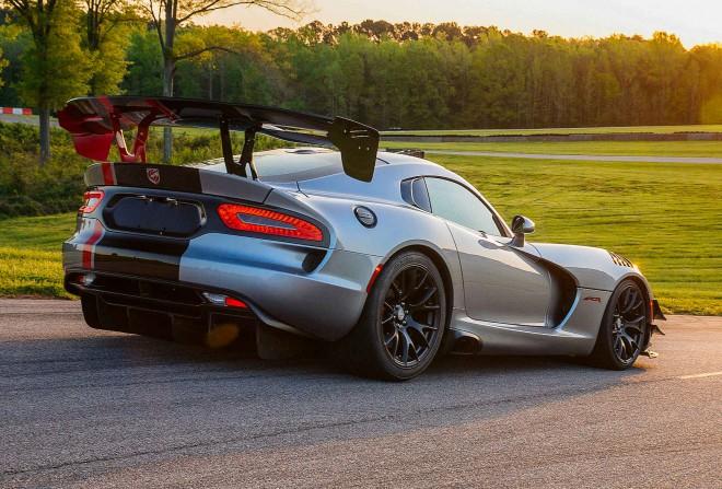 Novi Dodge Viper ACR je tako brutalen, da bi se moral držati le divjine (beri le dirkališča).