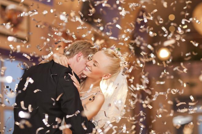 Poroka, svečan obred, ki v različnih kulturah poteka drugače.