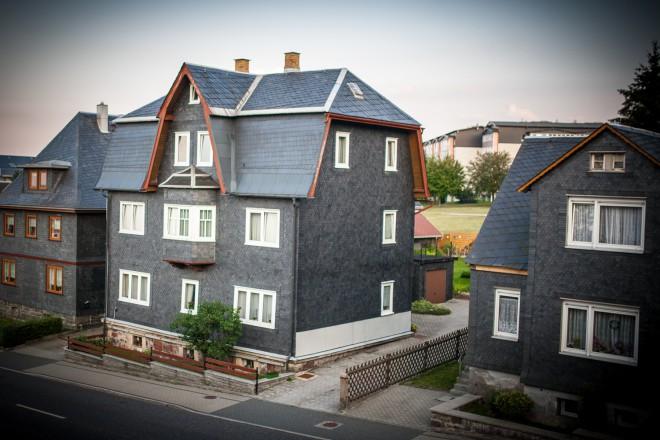Hišice kot iz škatlice.