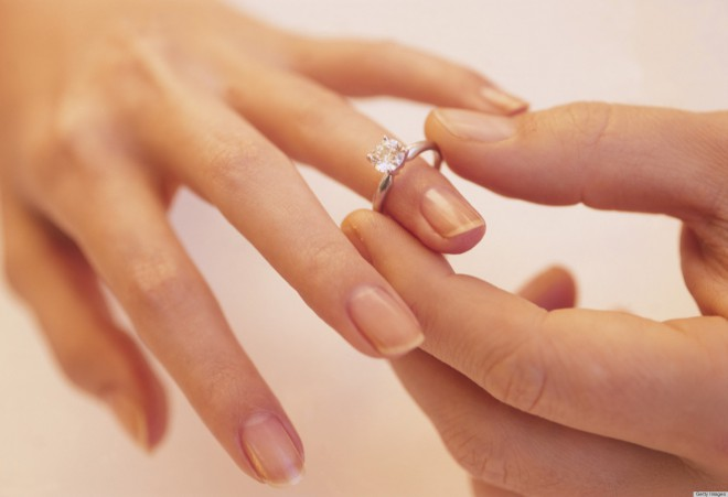 Čemu prstan natikamo na prstanec?