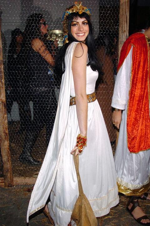 Anne Hathaway kot Kleopatra
