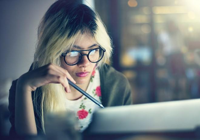 Več zaslonov prinaša večjo produktivnost, a je bolj škodljivo za zdravje.