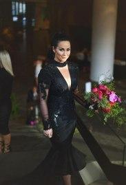 Črna poročna obleka