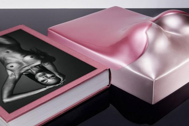 V knjigi The Art of Beauty gre Naomi ''do nazga''. V zasebnem in poslovnem življenju.