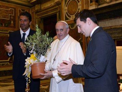 ... ali ko sreča papeža.