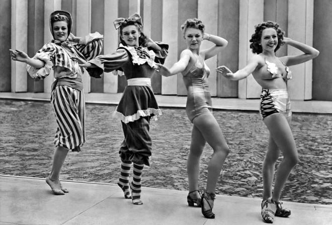 Preverite, koliko so modni oblikovalci leta 1939 kiksnili glede mode leta 2000.