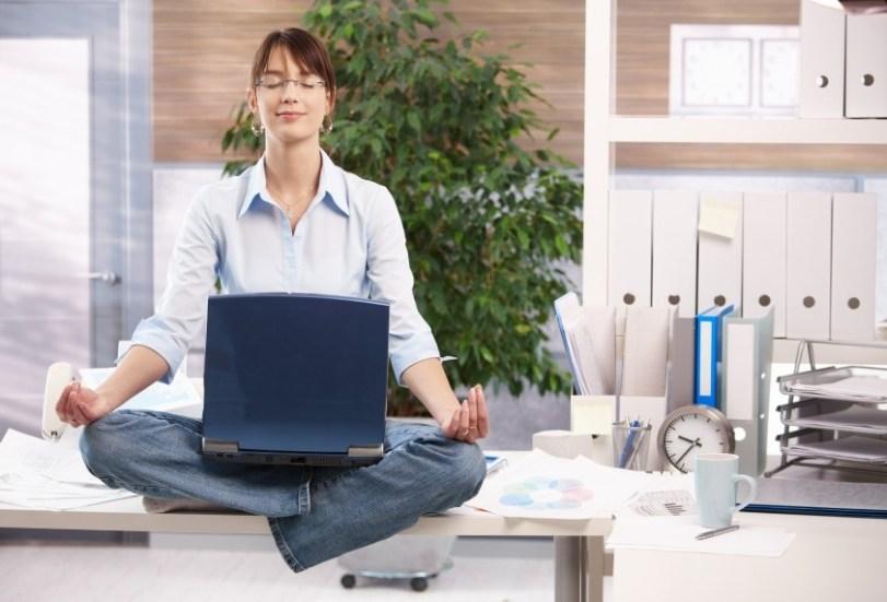 Privoščite si kratko meditacijo ali vajo joge.