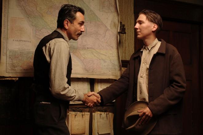 Skoraj vse. česar se dotakne (beri posname) Daniel Day-Lewis, postane filmska klasika.