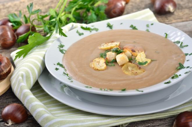 Bučna juha s kostanji