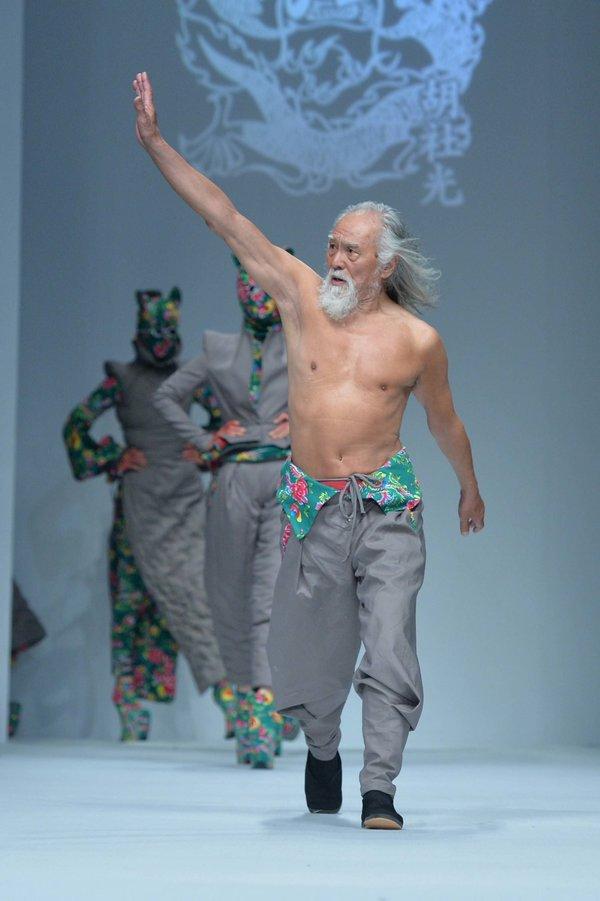 80-letni Wang Deshun je v trenutku očaral občinstvo.