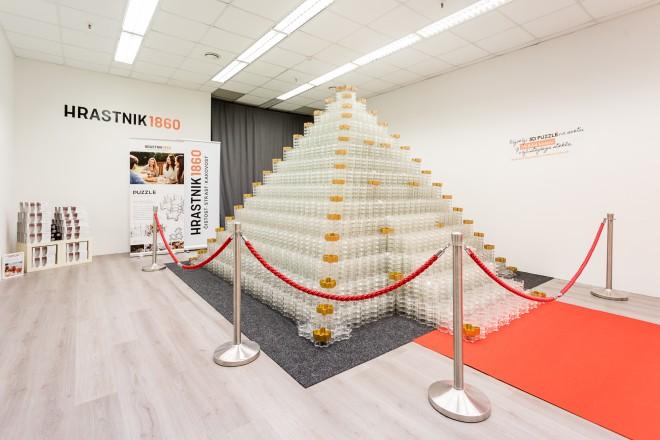 Steklarna Hrastnik je postavila najvišji stekleni 3D Puzzle na svetu.