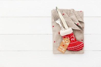 Potisnite pribor v rdeče škorenjčke, dodajte sporočilce in presenečenje bo popolno!