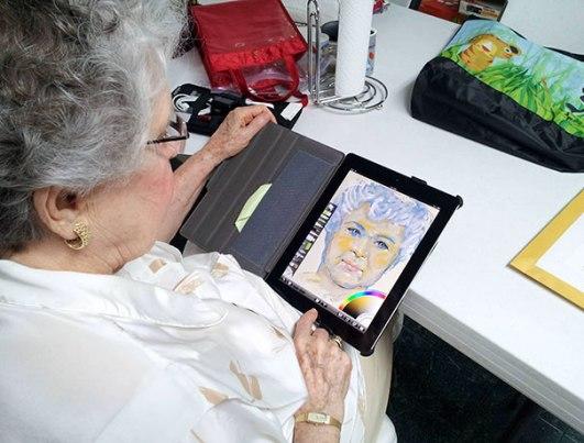 84-letna babica, ki je dobila iPad in v pol ure ustvarila tole.