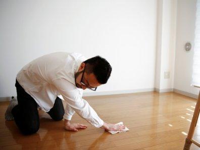 Ekstremno minimalistični domovi Japoncev: minimalisti si včasih ne lastijo niti krpe za brisanje tal.