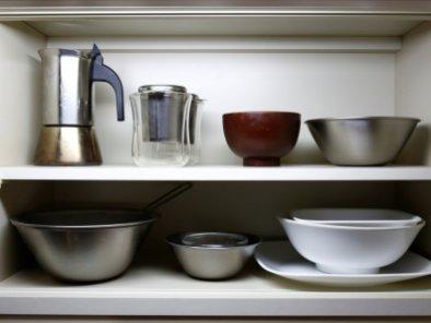Ekstremno minimalistični domovi Japoncev: vsak pripomoček ima svoj prostor in svoj namen.