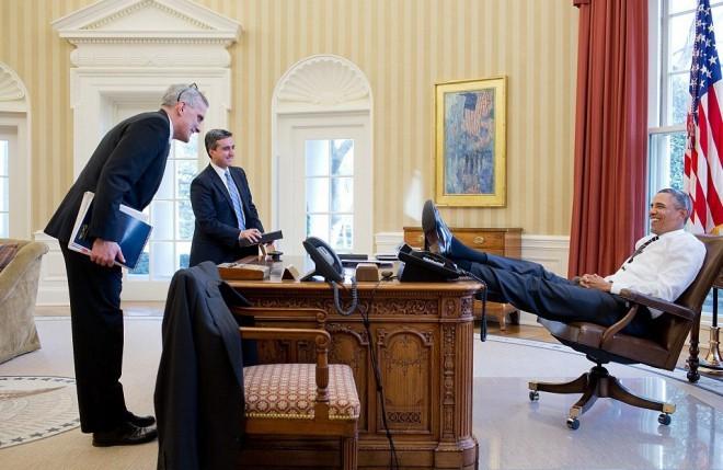 Barack Obama se je v Ovalni pisarni počutil domače.