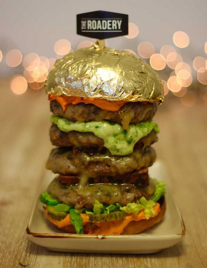 Podobnost je očitna. Zlati burger je navdahnil nebotičnik Burdž Kalifa.