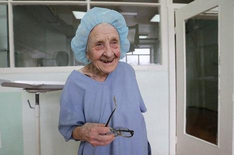 89-letna kirurginja