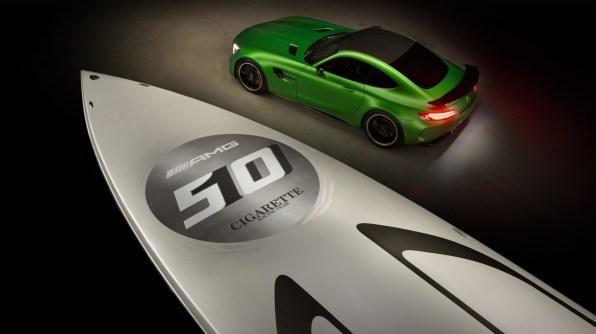 Dirkalni gliser Cigarette Racing Team 50' Marauder AMG