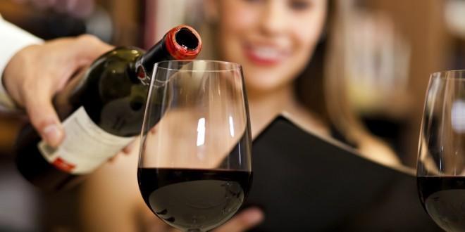 Natakanje vina brez kapljanja in curljanja.