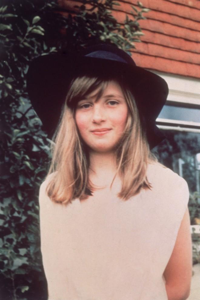 Diana se je šolala doma do 9. leta.
