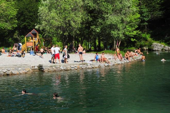 Naravna kopališča v Sloveniji: naravno kopališče Pri Lajštu v Idrijski Beli