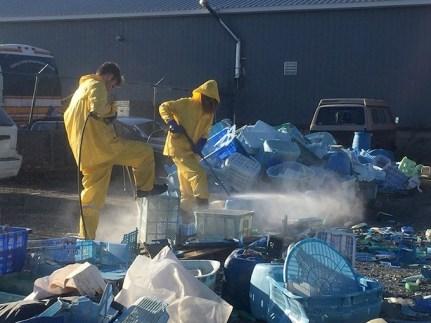 Postopek čiščenja plastike.