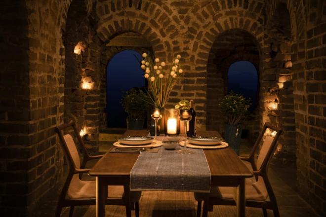 Bi jedli tukaj ob sončnem zahodu?