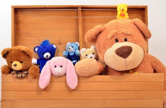 Organizirajte igrače po sklopih v škatle