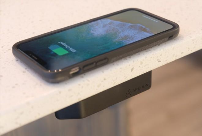 Archon lahko napolni baterijo vsake naprave.