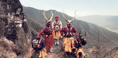 Plesalci v maskah, Butan