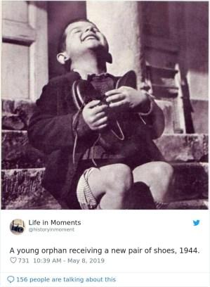 Sirota z novim parom čevljev, 1944.