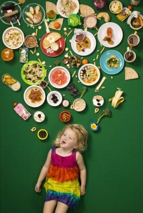 """6 Leona """"Nona"""" Del Grosso Sands živi v ZDA z mamo in babico. Mama jo sili jesti zelenjavo, še posebej brokoli. Nona občuduje svojo mamo in babico."""