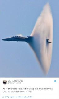 Lovsko letalo F-18 Super Hornet prebije zvočni zid.