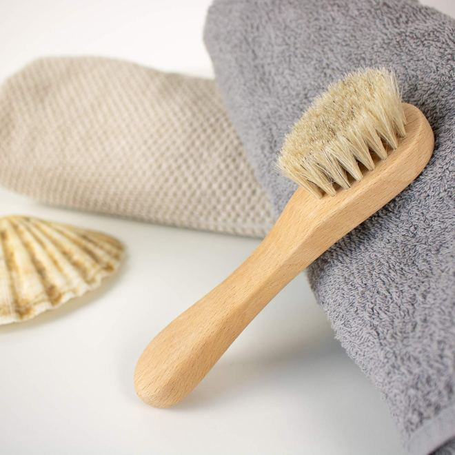 Krtača za suho masažo obraza