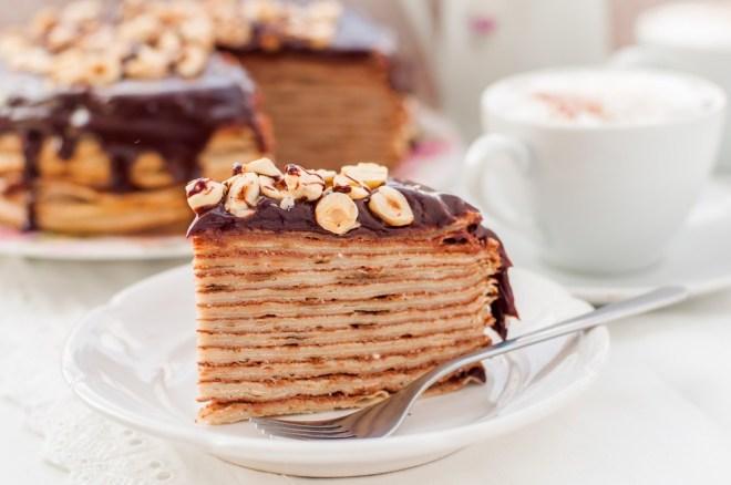 Torta iz palačink z Nutello, rumom in lešniki je pravi recept za ta vikend!
