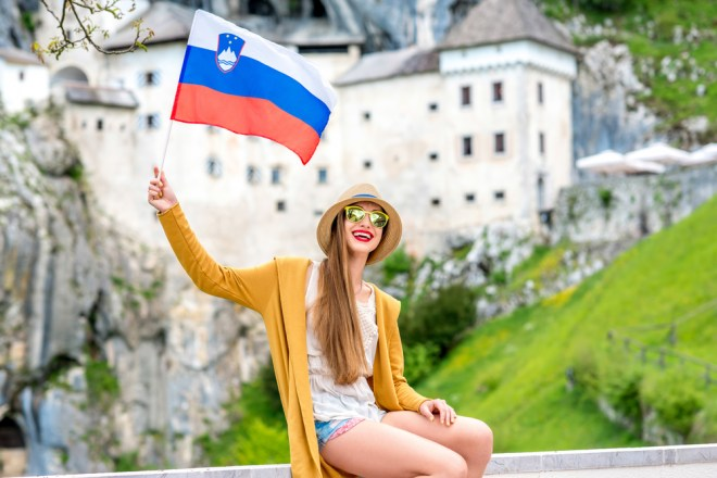 Ženske v Sloveniji v povprečju živijo 7,5 leta dlje kot moški .