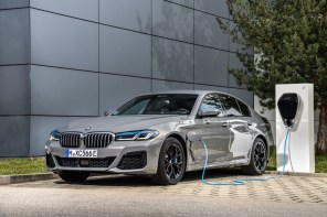 P90395490_highRes_the-new-bmw-545e-xdr (1)