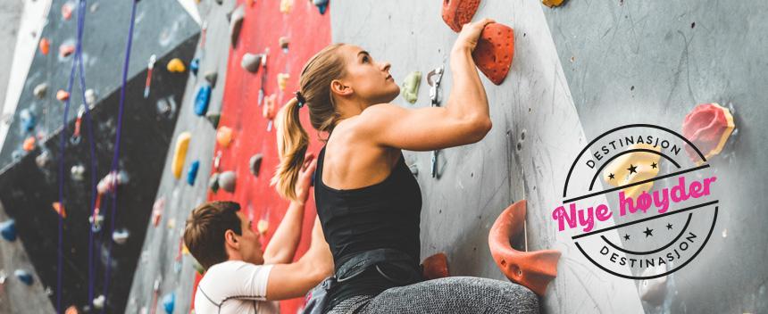 Dame i klatrevegg