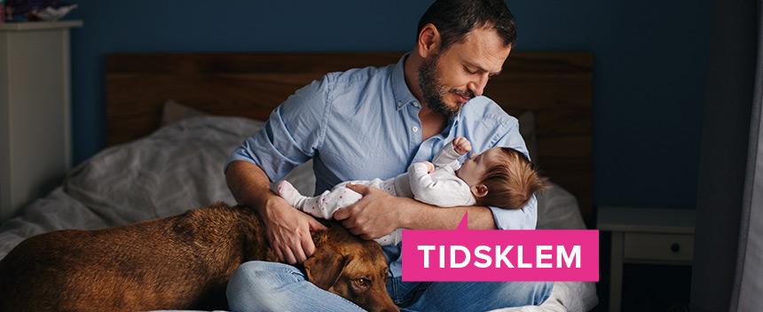 Nybakt pappa med hund og baby